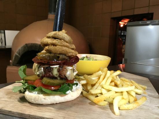 gourmet burgers reef & dune restaurant