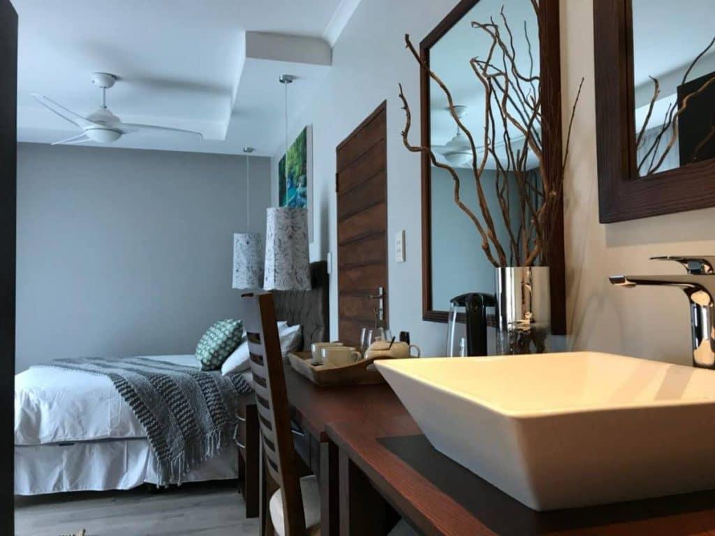 st lucia hilltop guesthouse bathrooms