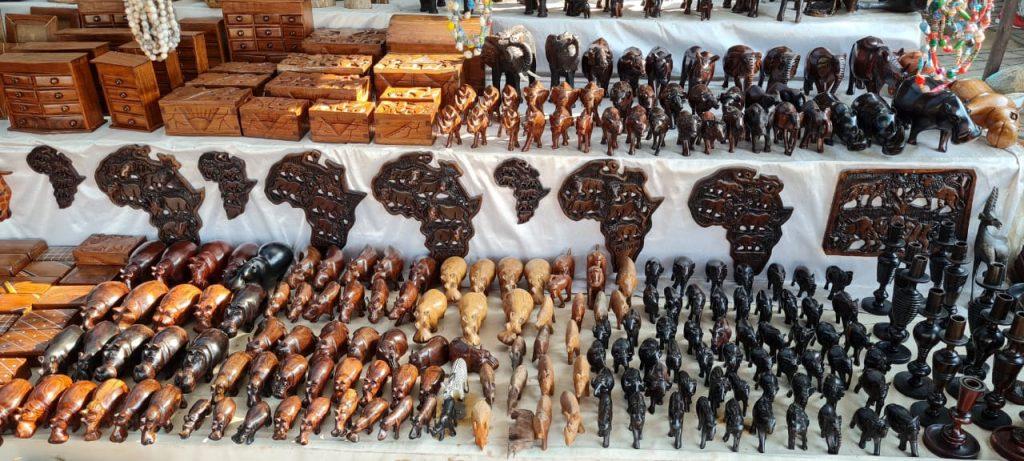 curios at sugarloaf market st lucia